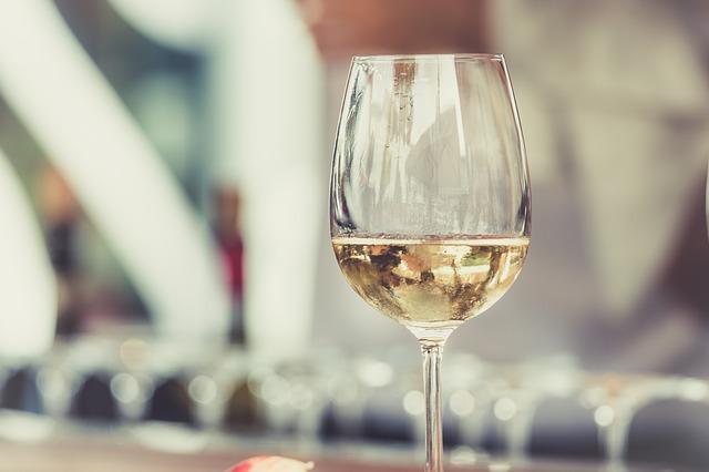 witte wijn glas