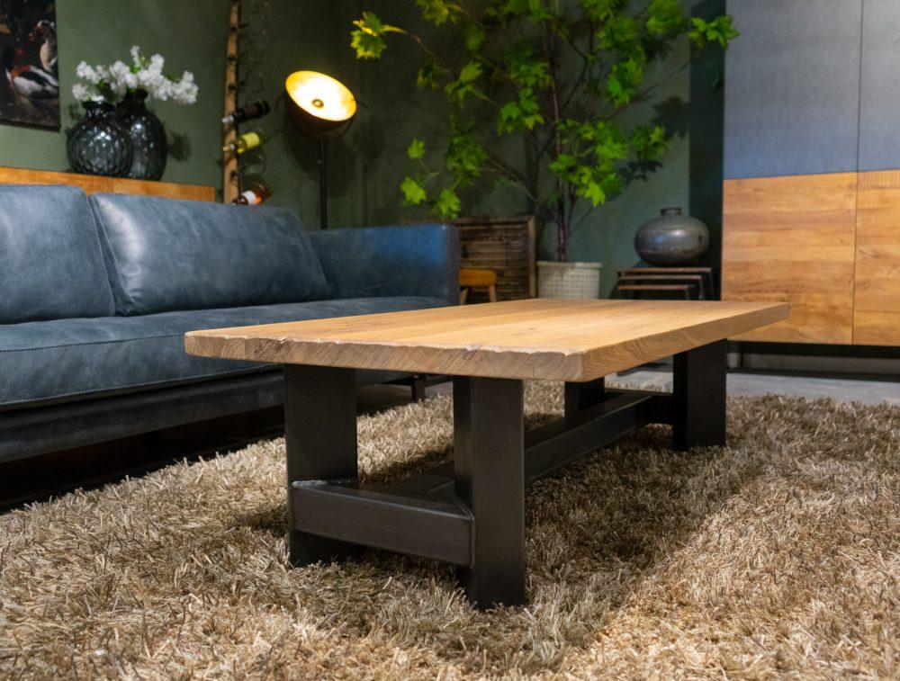Een robuuste tafel voor een industrieel interieur