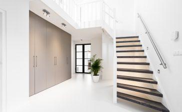 Geef je open trap een boost met een traprenovatie