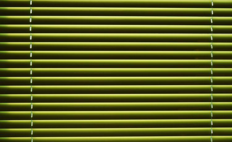 De meest typerende kenmerken van aluminium jaloezieën in huis